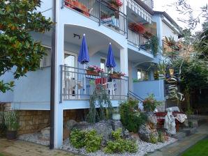 Holiday apartment Ferienwohnung DD im Hause Villa Tina