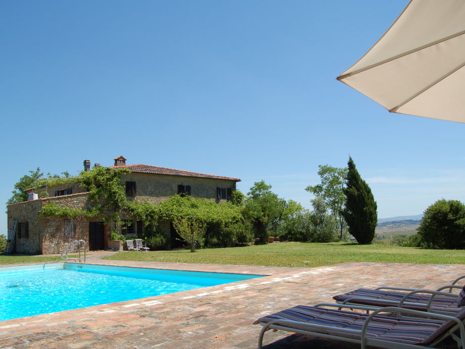 The Podere I Terzi and the pool