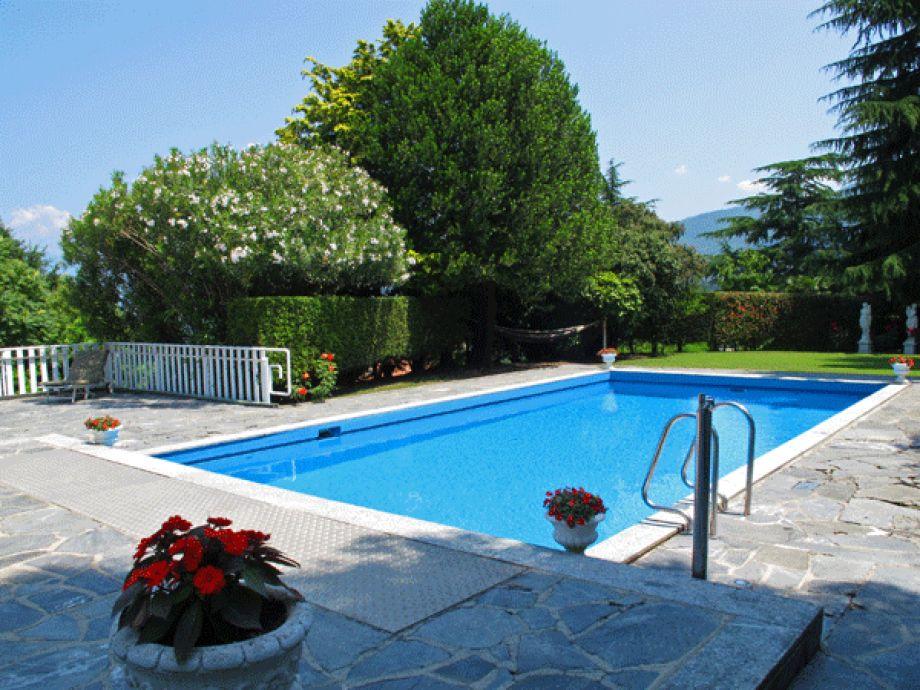 Privater Garten mit Schwimmbad
