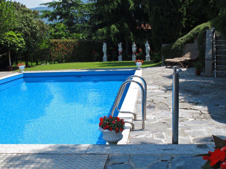 ferienwohnung holis12 lago maggiore lombardei italien. Black Bedroom Furniture Sets. Home Design Ideas