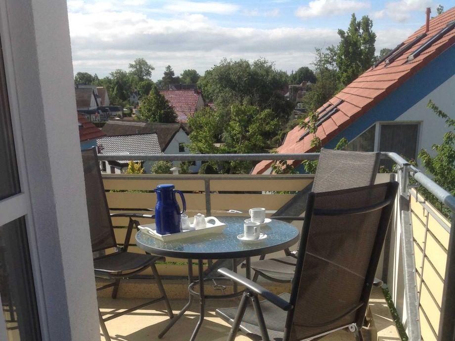 gemütlich auf dem Balkon entspannen