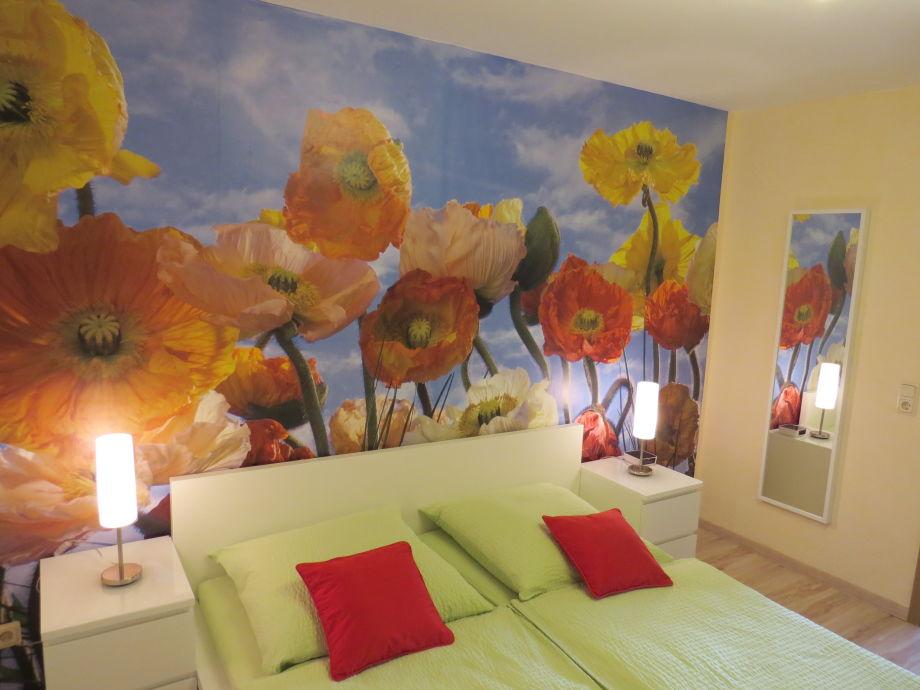 Schlafzimmer m. Doppelbett+Radiowecker