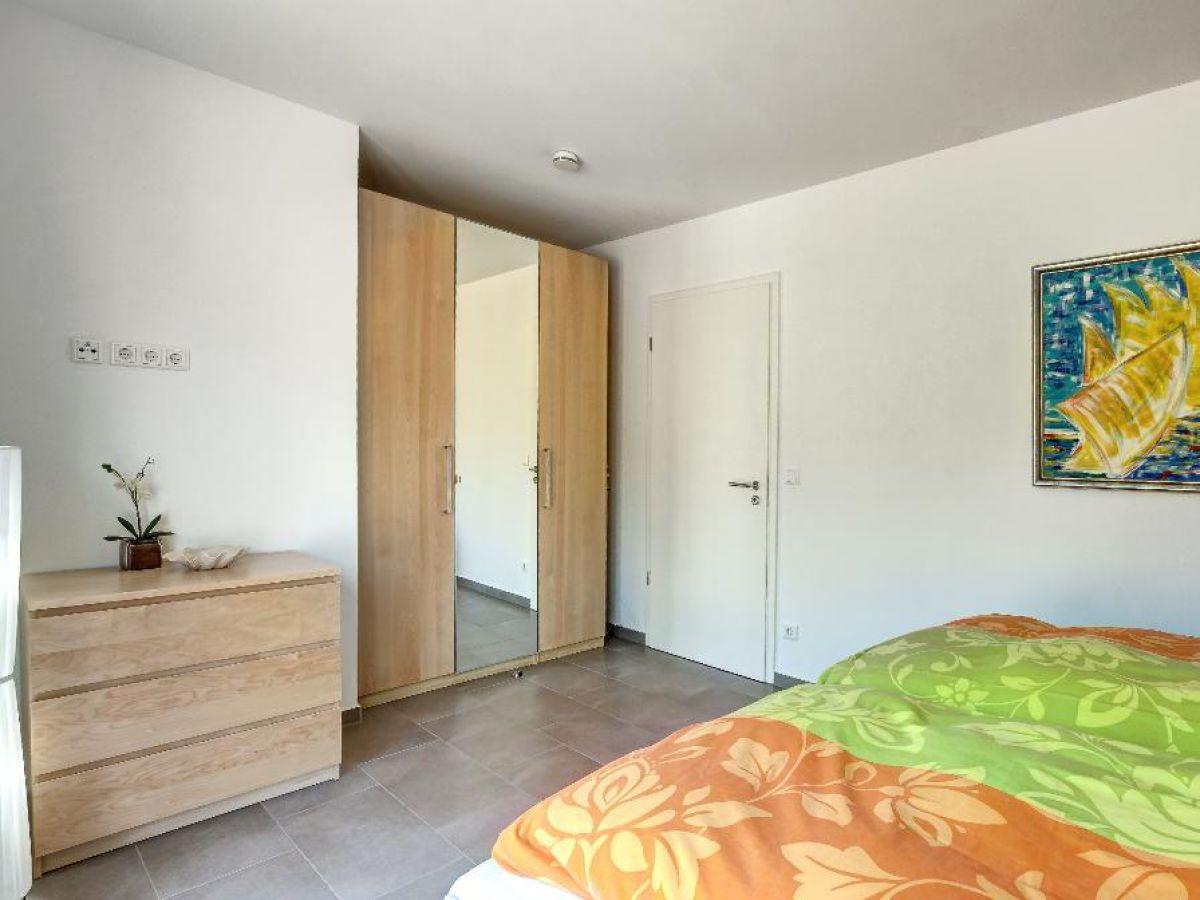 Moderne Einrichtung Schlafzimmer Mit Bad ~ Dekoration, Inspiration  Innenraum Und Möbel Ideen