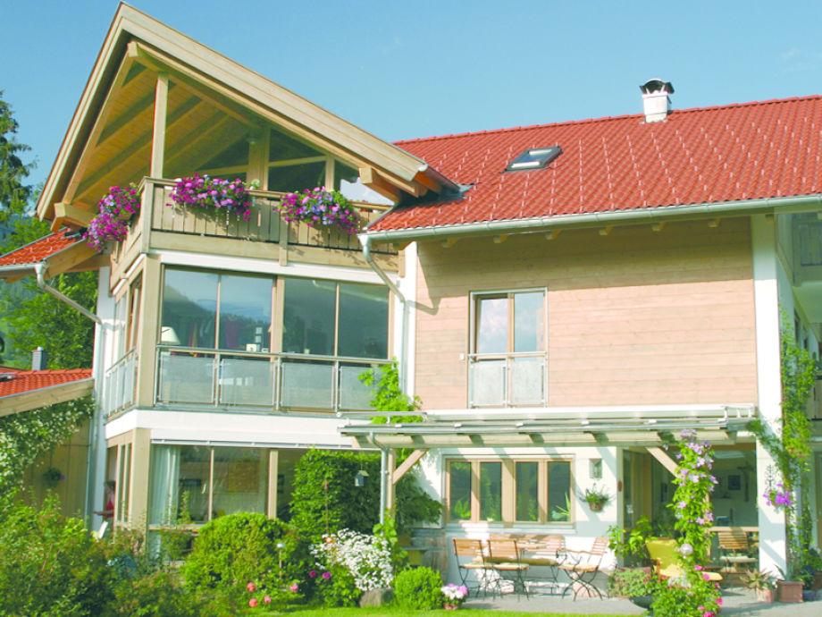 Ferienwohnung mit großen Glasseiten und Bergblick