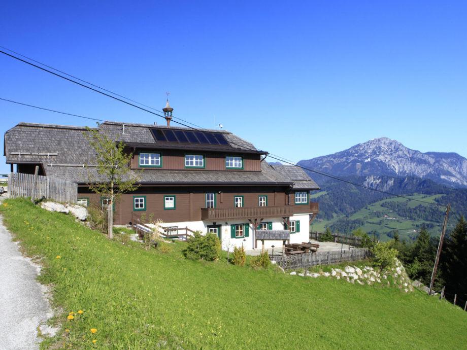 Sonnenalm Mountain Lodge mit Blick Richtung Dachstein