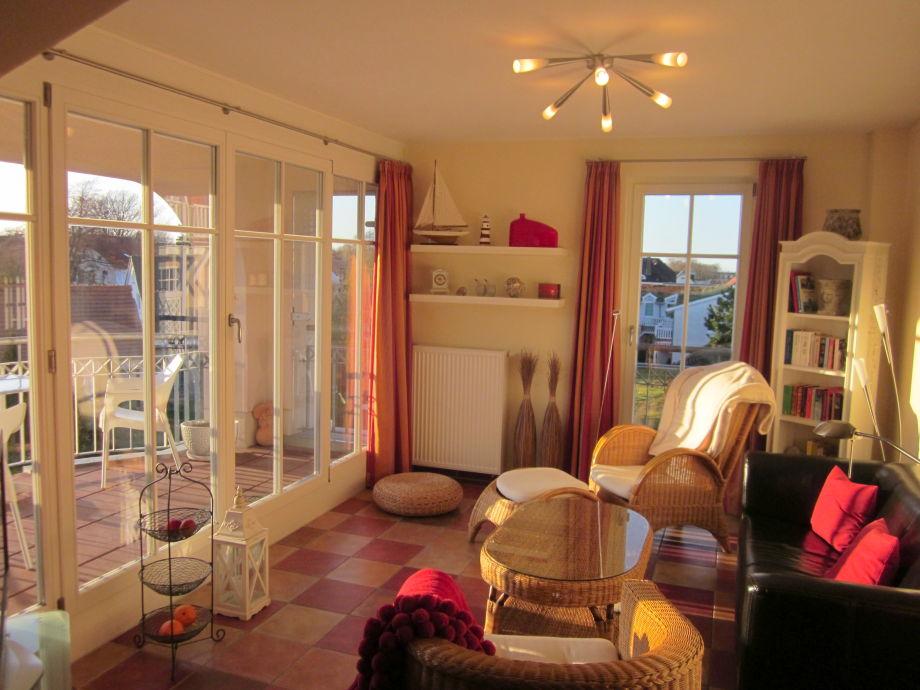 Wohnzimmer mit viel Sonne ab Nachmittag