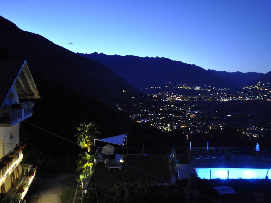 Niederhof bei Nacht