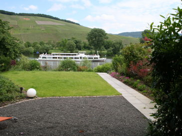 Holiday apartment 'ÜberFluss' on the banks of the Moselle