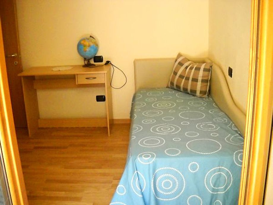 apartment casa bianca gardasee torri del benaco frau marika l dicke. Black Bedroom Furniture Sets. Home Design Ideas