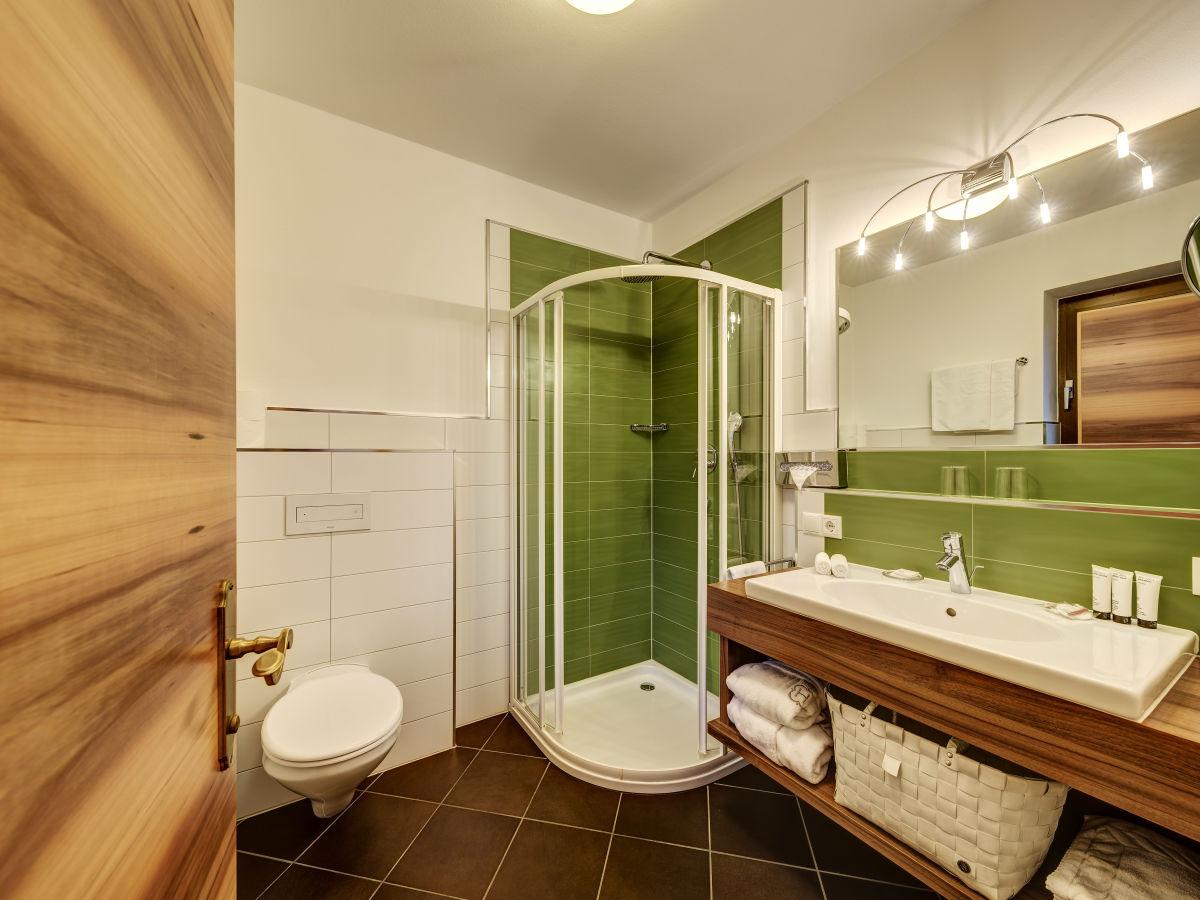 Ferienwohnung passer haus bachmair schenna firma for Hotel badezimmer grundriss