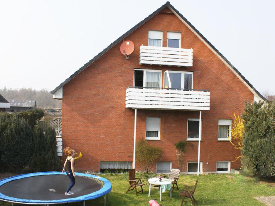 Haus vom Wiehen Rückseite, Garten, Trampolin