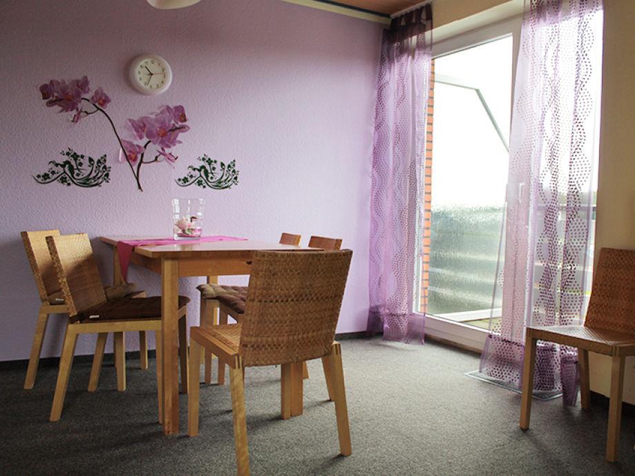 Wohnzimmer, Esstisch, Balkon
