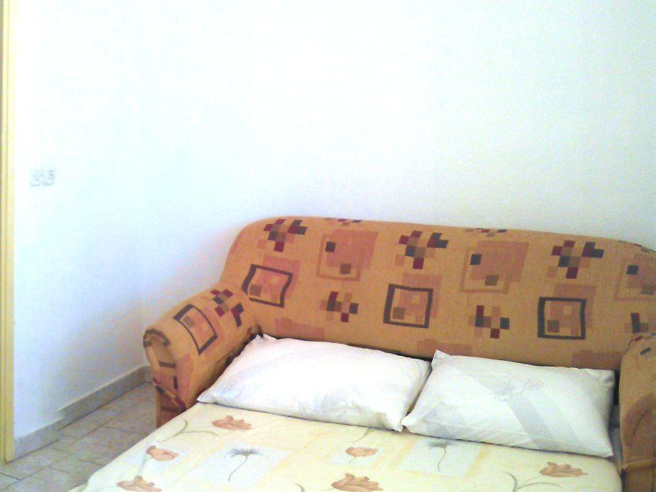Bett Im Wohnzimmer : Bett im Wohnzimmer