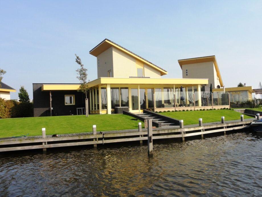 Ferienhaus am Wasser in Friesland