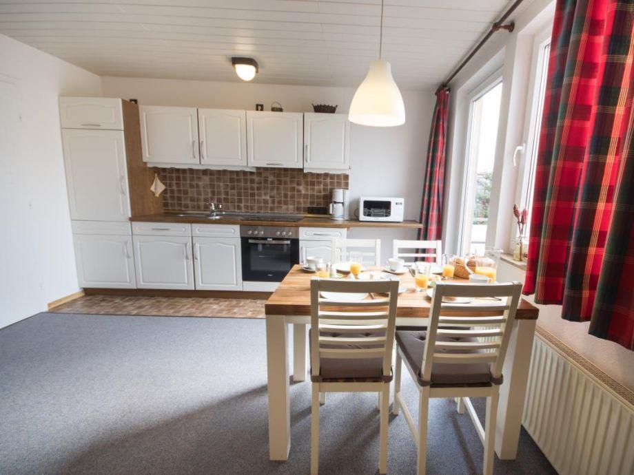 Ausstattung strandnahe 2-Raum Ferienwohnung mit Balkon