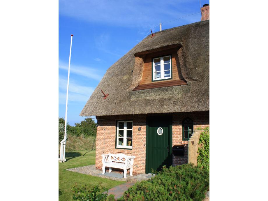 Der Hauseingang mit der typischen Friesenbank