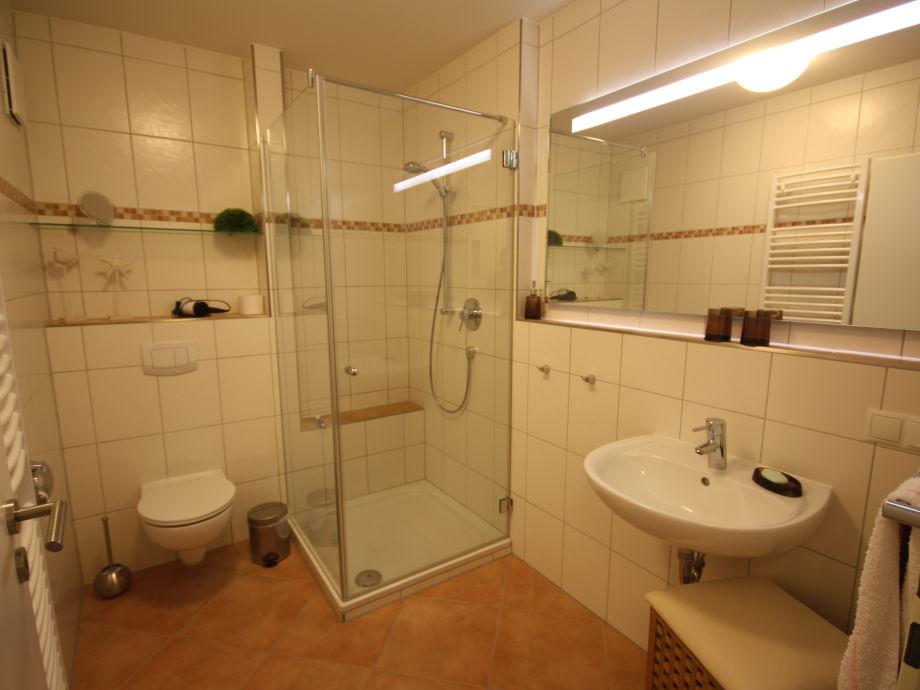 gro es badezimmer grundriss inspiration. Black Bedroom Furniture Sets. Home Design Ideas