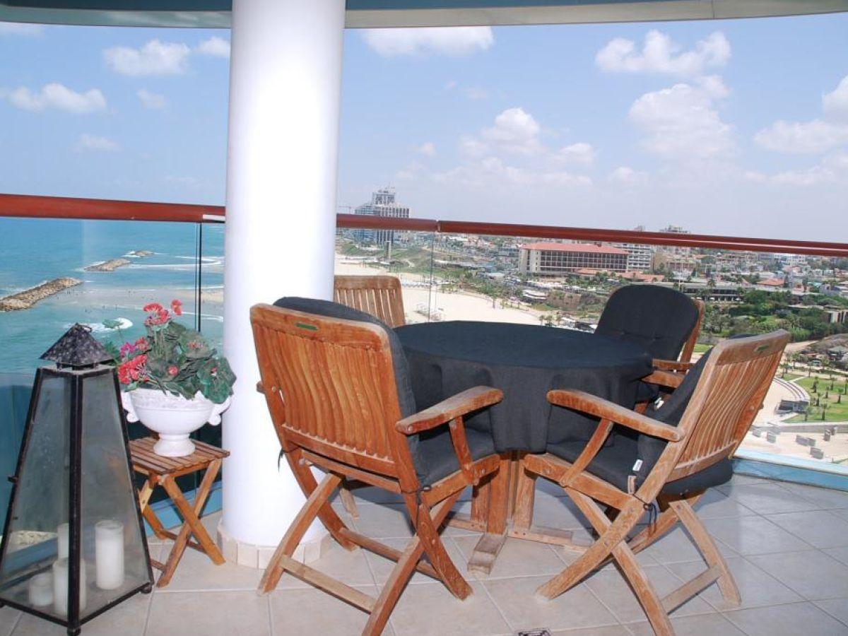 ferienwohnung herzliya marina mit 2 schlafzimmern israel. Black Bedroom Furniture Sets. Home Design Ideas