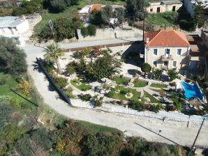 Ferienhaus Authentisches kretisches Haus mit Pool und grossem Garten