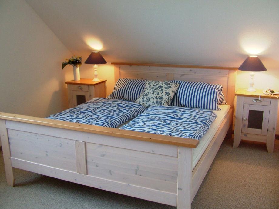 Wohnbeispiel - 1. Schlafzimmer mit Doppelbett