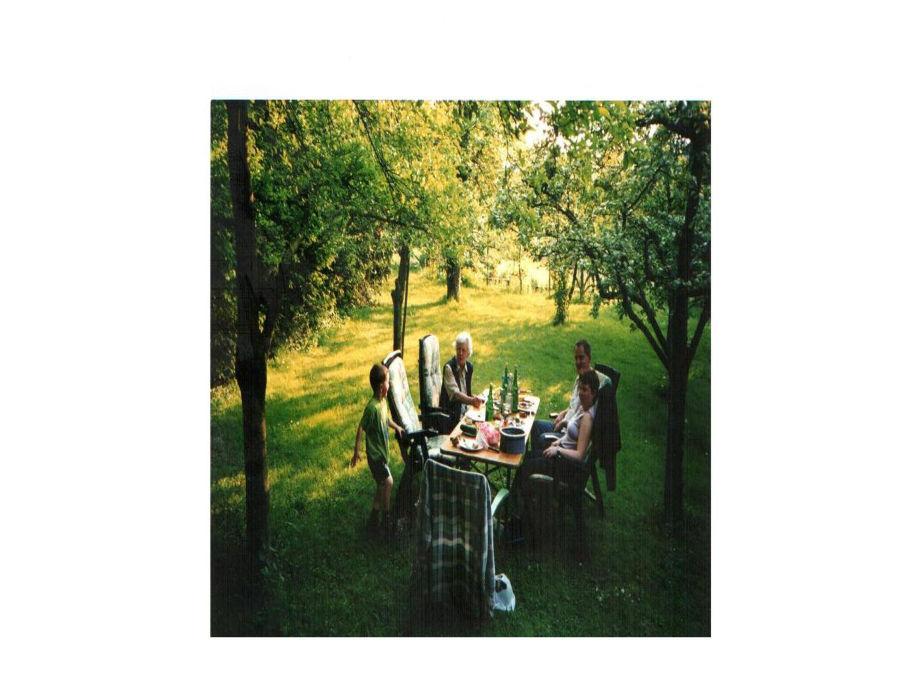 unser wunderschöner Garten mit Schwenkgrill