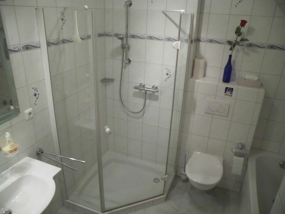 fotos bad mit wanne u dusche. Black Bedroom Furniture Sets. Home Design Ideas