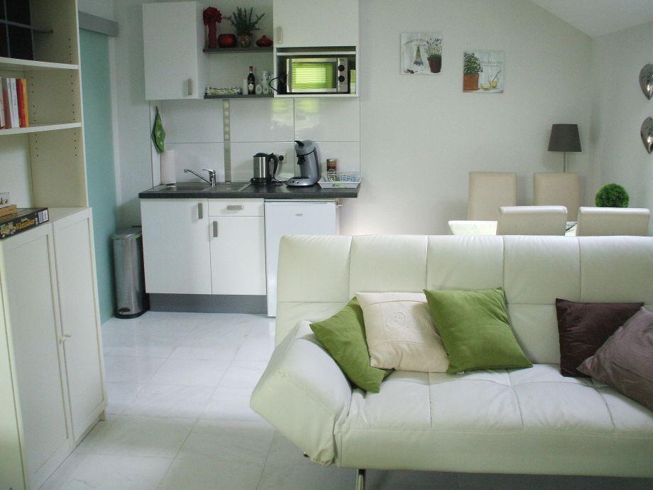 Schlaf- und Wohnraum + Küchenzeile