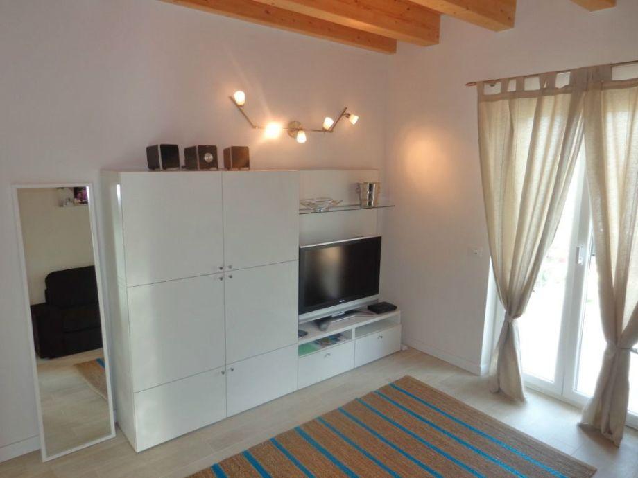 Wohnraum mit TV Sat - Schlafcouch