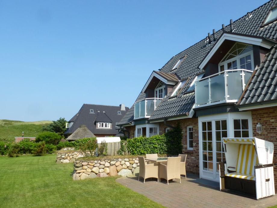 südlich ausgerichtete Terrasse und Garten am Dünenrand