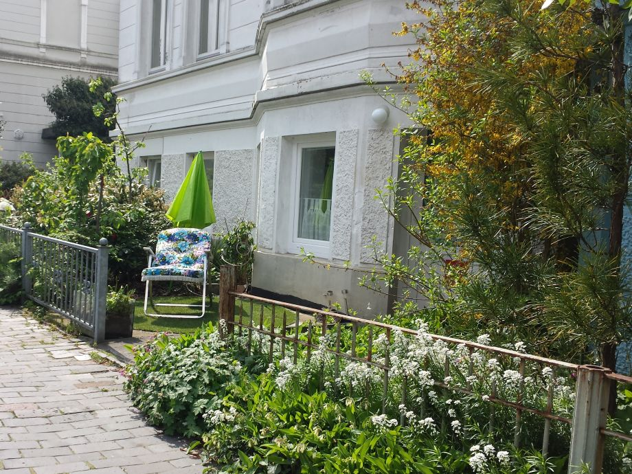 tini little front door garden