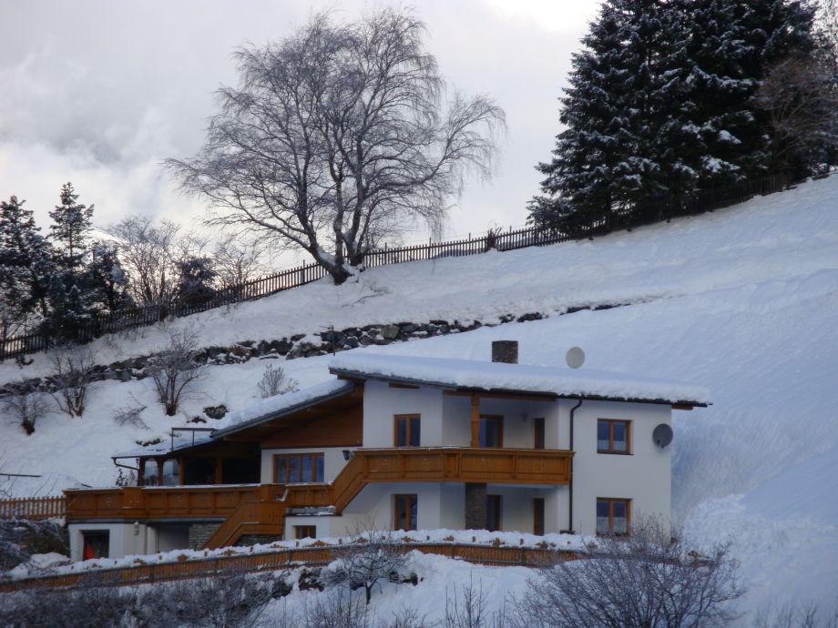 Haus Gyarmati im Winter