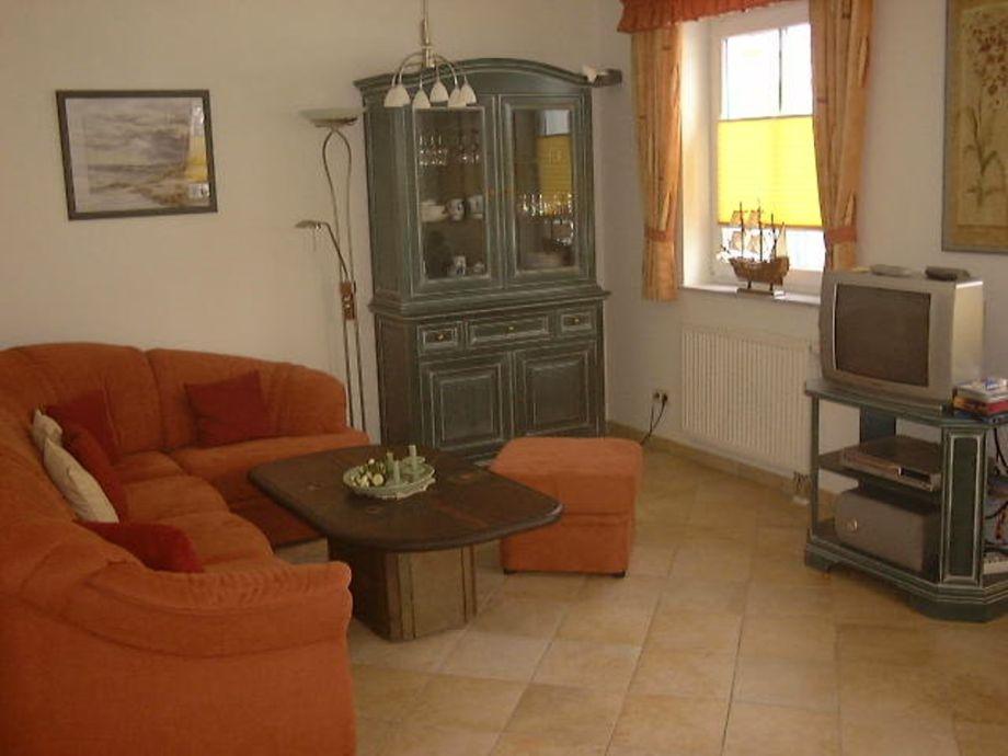Gemütliches Sofa mit Blick auf den TV