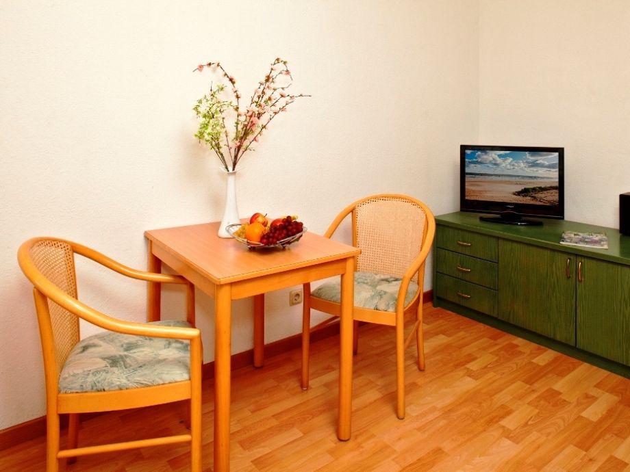 Wohnzimmer mit Blick auf den TV