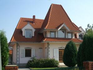"""Ferienwohnung Plattensee-Nord """"Wohnung Links - Rosa Haus"""""""