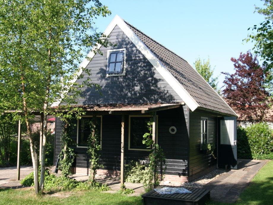 Sommerhaus mit Terrasse in Garten