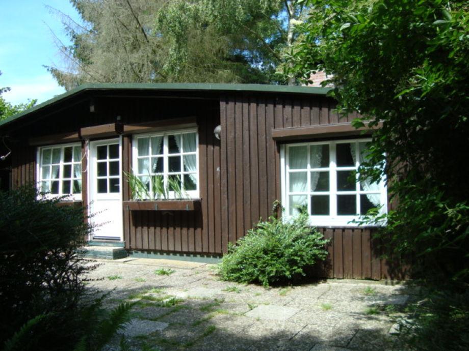 Ferienhaus in Alleinlage in großem Garten