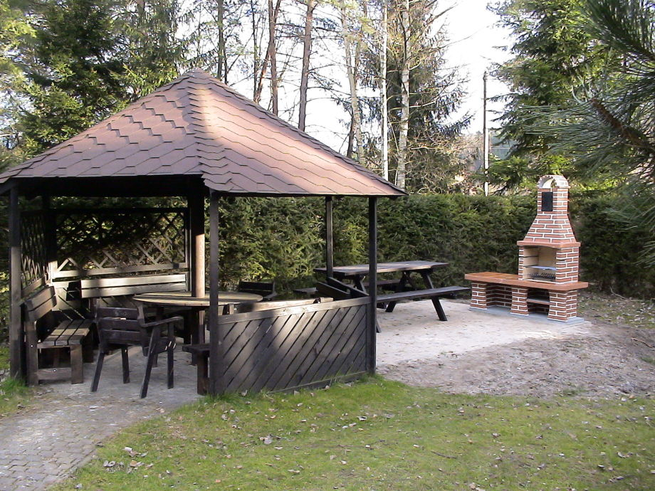 grillplatz im garten ferienhaus g ddens 2 hochsauerland. Black Bedroom Furniture Sets. Home Design Ideas