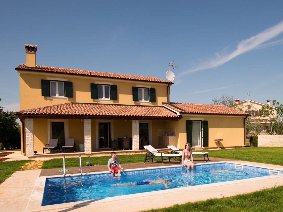 Villa danelon kroatien porec firma euro tours d o o for Kroatien villa mit pool