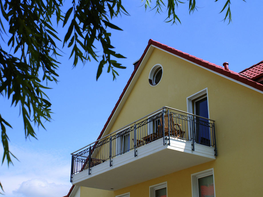 Der großzügige Balkon mit Meerblick