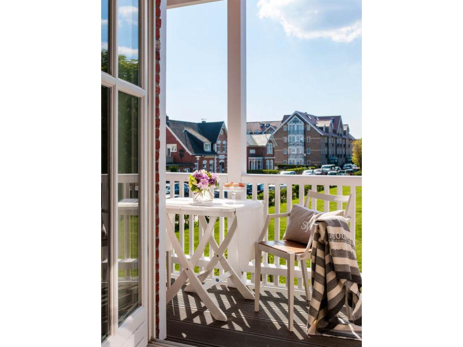 Zugang auf den sonnigen Balkon