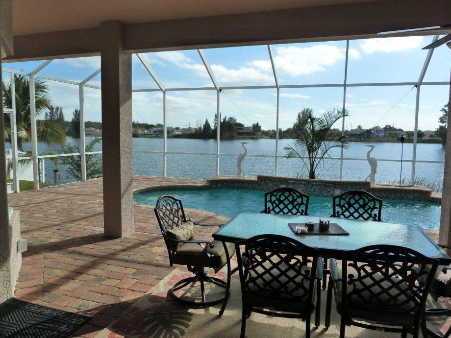 Pool Terrasse mit Blick auf den SEE