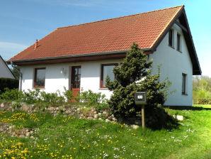 """Ferienhaus """"Seeblick"""" in Neuendorf auf Rügen"""