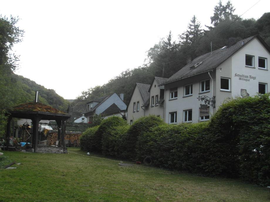 Unterkunftshaus mit dazugehörigem Garten