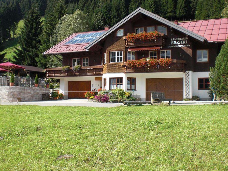 Sommeransicht Landhaus Bilgeri