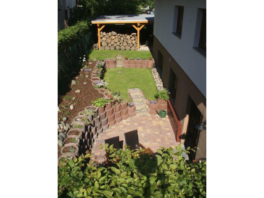 20 m² Terrasse mit kleiner Liegewiese