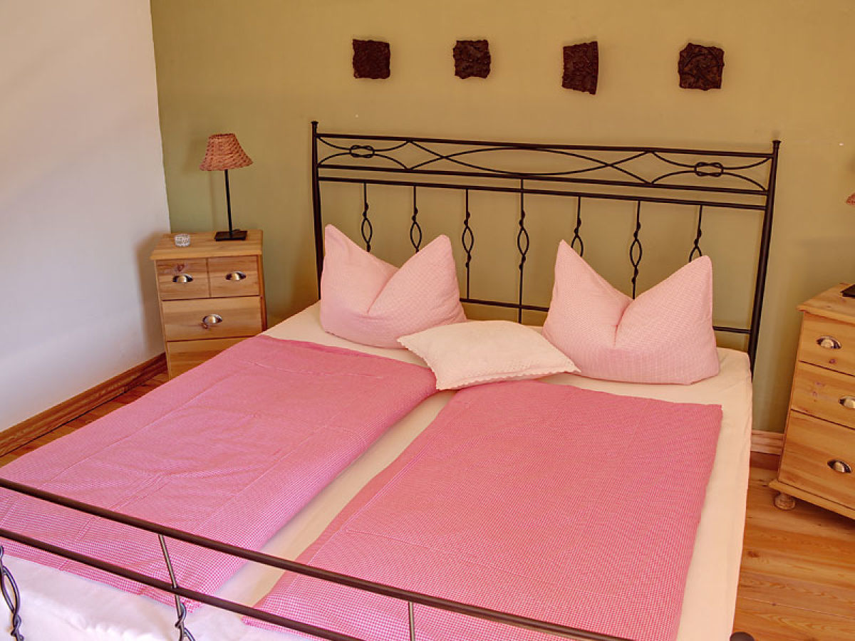 ferienwohnung dachgeschoss landhaus am golfplatz. Black Bedroom Furniture Sets. Home Design Ideas