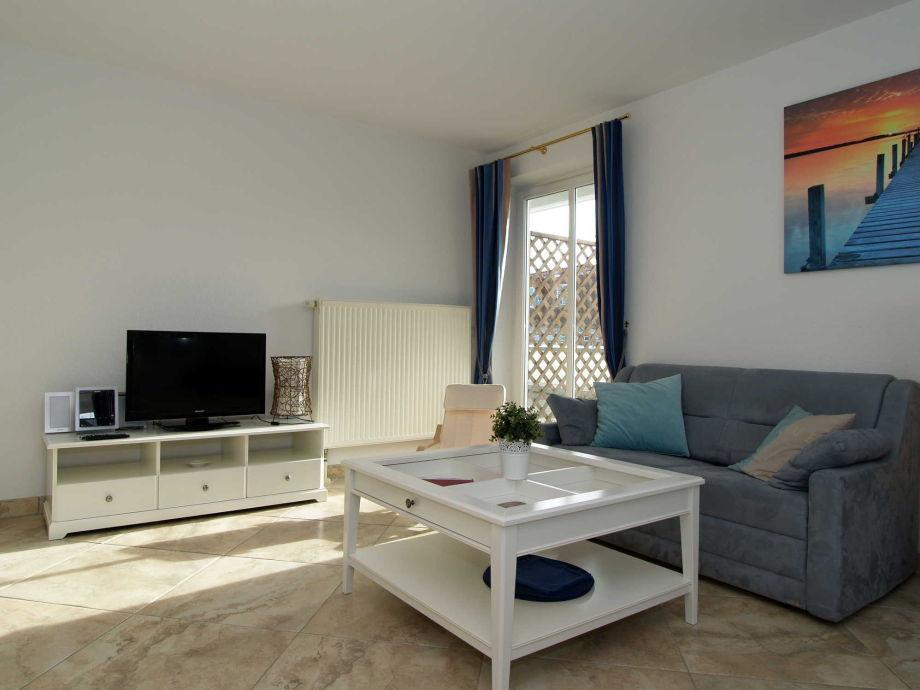 Der Wohnbereich mit Flachbild-TV
