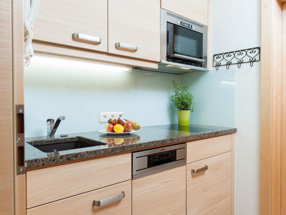 Traumküche mit Cerankochfeld, Mikrowelle, Spülmaschine