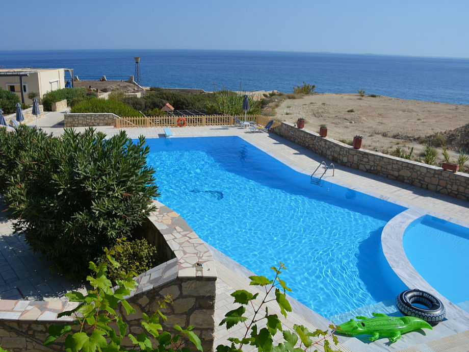 Large pool with diving board - all apartments sea view