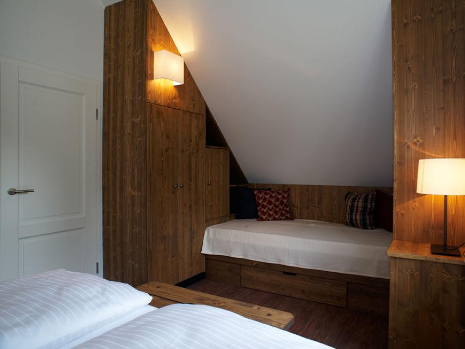 Schlafzimmer Mit 3. Bett 1. OG